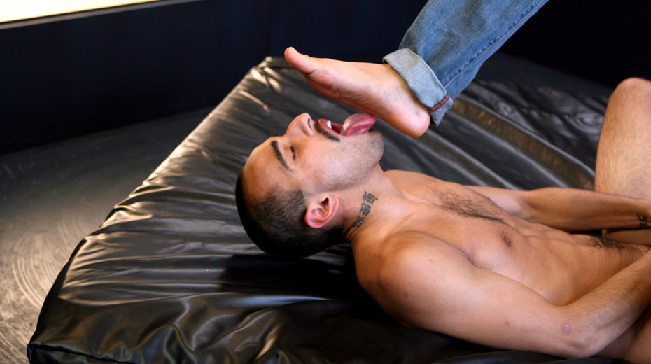 Rafael Alencar's Feet Smother Andrew James Jr.