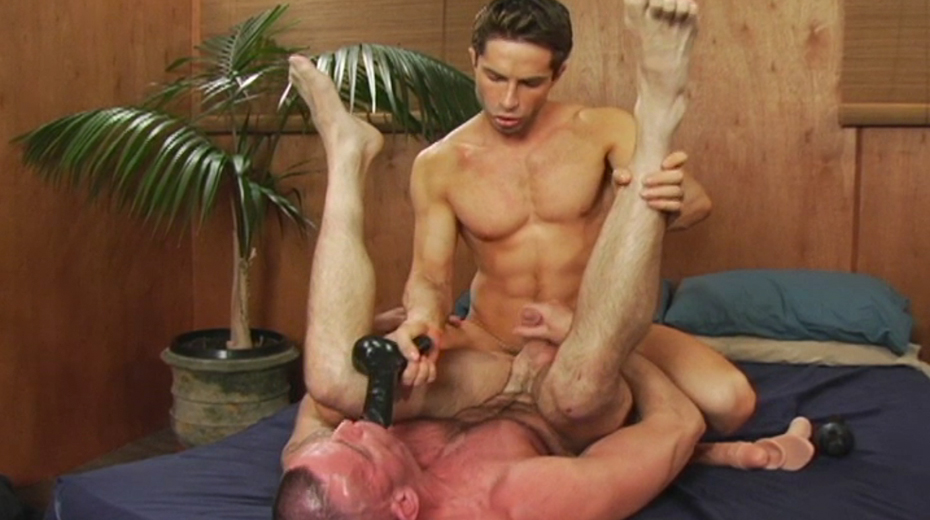 biggpete-swallows-a-black-dildo-for-michael-lucas