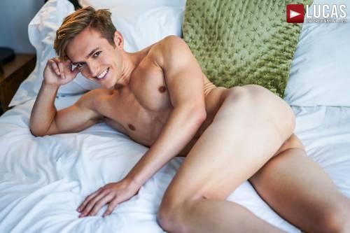Bar Addison - Gay Model - Lucas Raunch