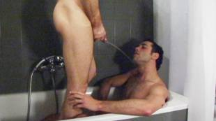 michael-lucas-showers-milan-gamiani-in-piss
